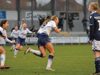 Last-gasp winner from Rianna Dean tames the Lionesses 3-2 in thrilling Championship encounter