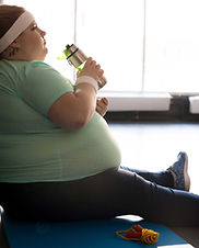 obese-woman-drinking-water.jpg