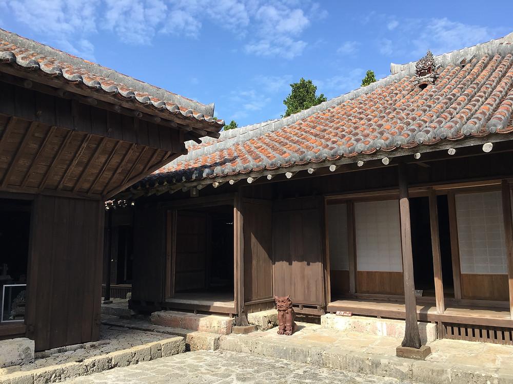 沖縄の風情と歴史を感じる 中村家住宅のくつろぎの空間