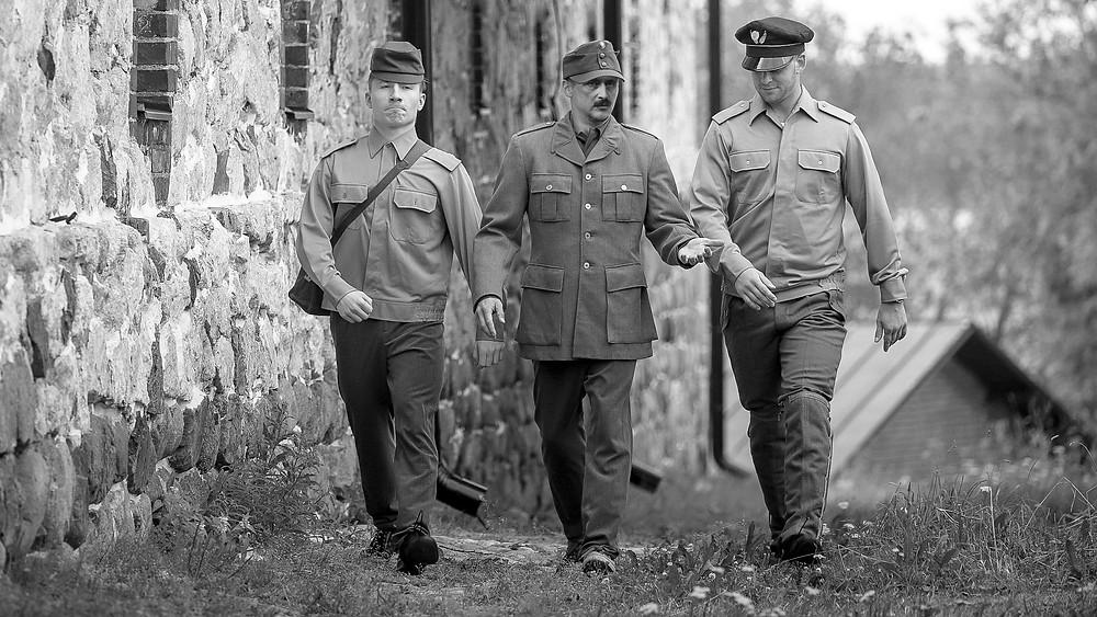 Mannerheim kävelee treenipaikalle. Kuva Dimitri Lisitsyn.