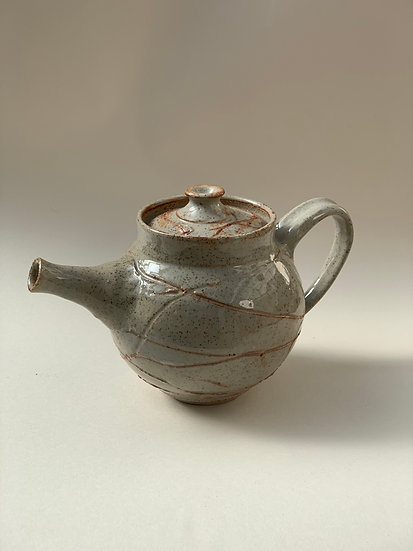 Shino tea pot, 270 mm w x150 mm h,4-3237