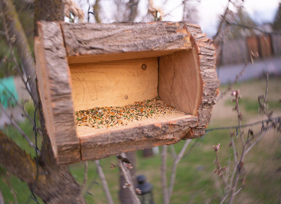 Comedero rústico para pájaros