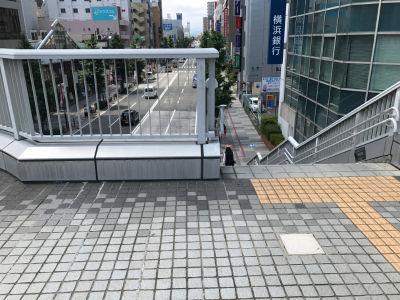 相模原駅前広場から歩道へ降りる階段