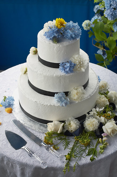 Cake Flowers Floral DeVine Hunters Hill Florist Fresh Flower Weddings Events Birthdays Daily Delivery Gladesville W