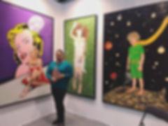 photo de catt landa devant ses peintures lors de l'exposition ARt3f paris en janvier 2018
