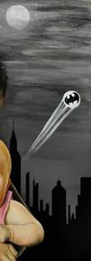 Le fond étoilé est inspiré de l'univers de Gotham City et de Metropolis. Gotham City est l'univers urbain imaginaire où évolue Batman, un personnage de fiction appartenant à l'univers de DC Comics, créé par le dessinateur Bob Kane et le scénariste Bill Finger.