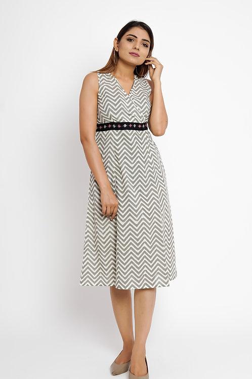 HunarWE Grey & White ZigZag Striped Dress