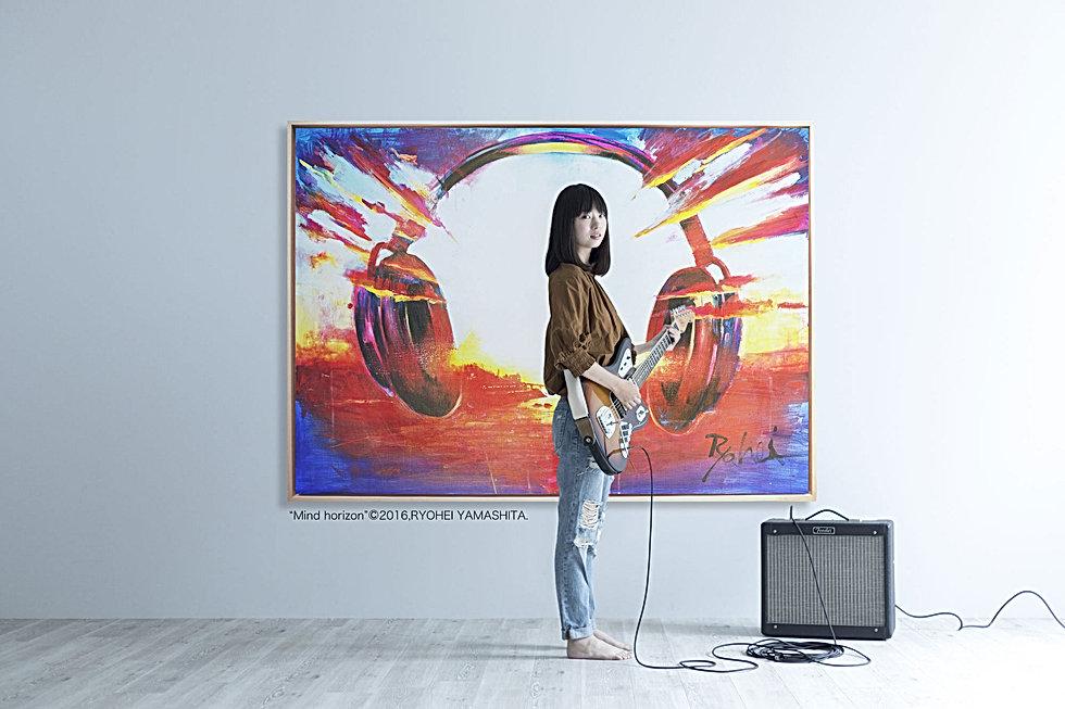 ギターと女性のコピー2.jpg