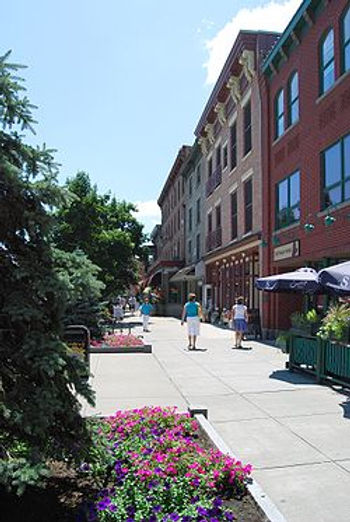 250px-Downtown_Saratoga_Springs.jpg
