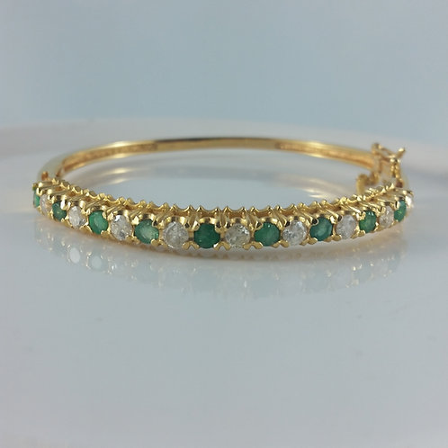 1980's Vintage 18K Emerald & Diamond Total Weight 1.80 Carats Oval Hinged Bangle