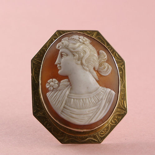 Antique Shell Cameo in 10K Gold Art Deco Frame