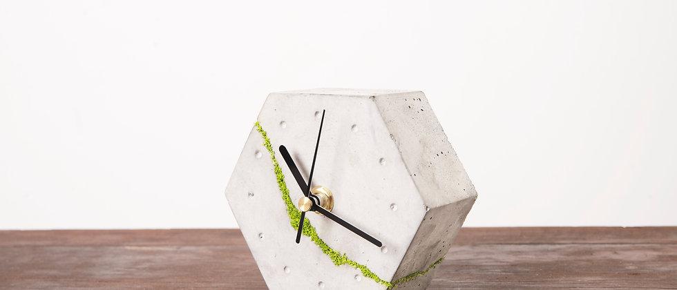 Sześciokątny zegar stołowy z chrobotkiem reniferowym- jasny