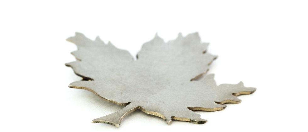 Broszka srebrny liść klonu
