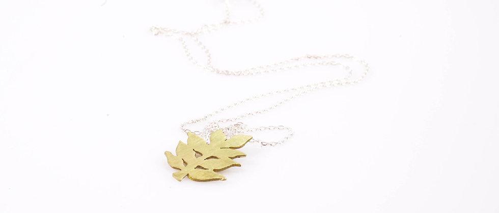 Łańcuszek ze złotym liściem jesionu
