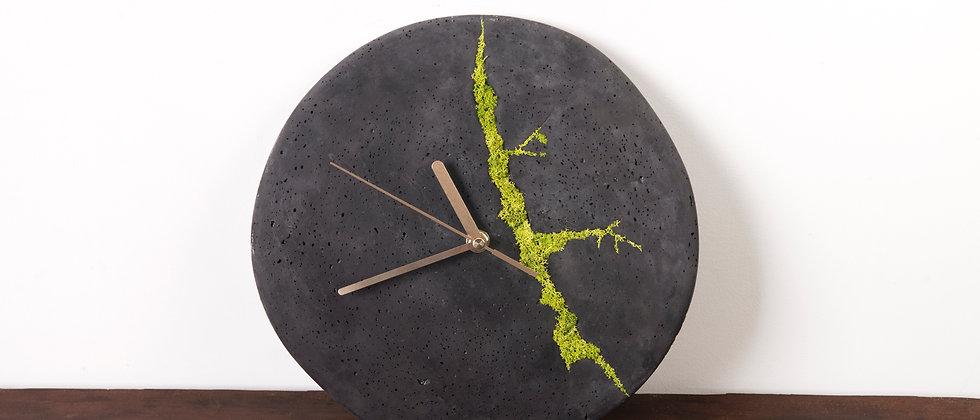 Zegar ścienny z chrobotkiem reniferowym- ciemny