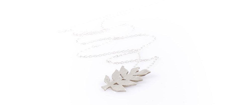 Łańcuszek ze srebrnym liściem jesionu