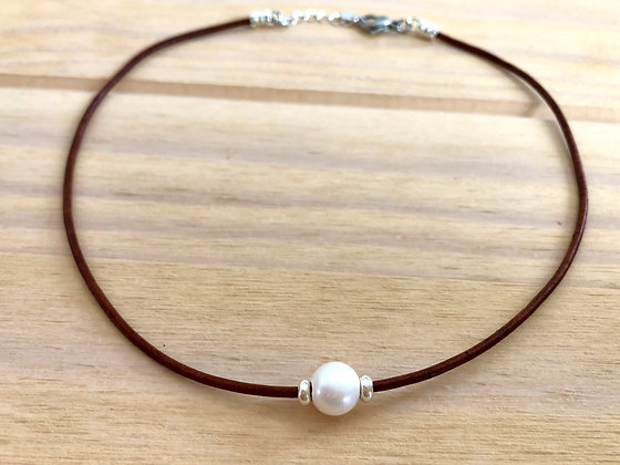 Simple Elegance Pearl Choker