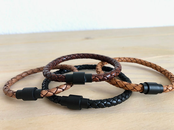 Single braided leather band with black magnetic clasp