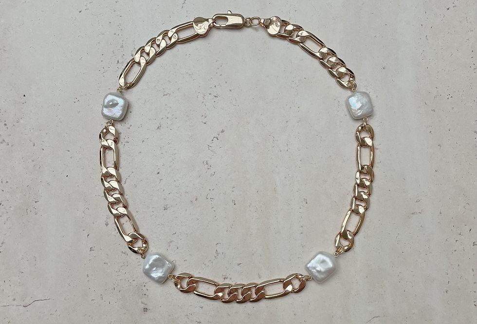 Margot Necklace (figaro chain)