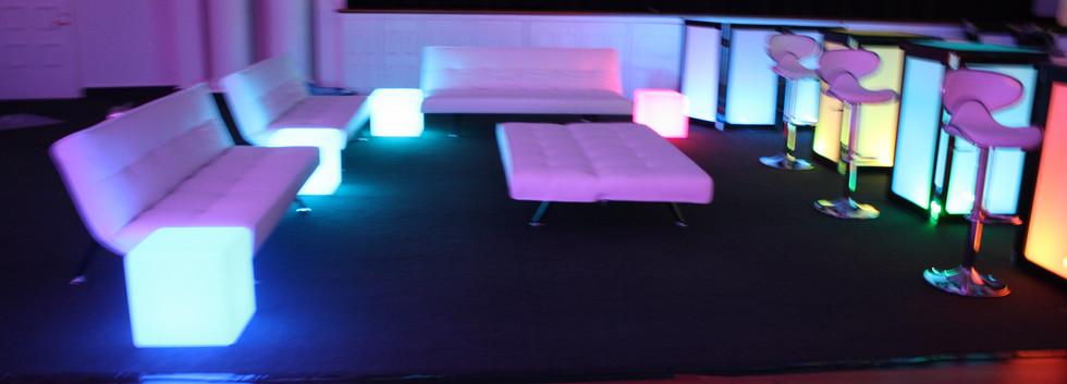 Humphries Lounge 004.JPG.jpg