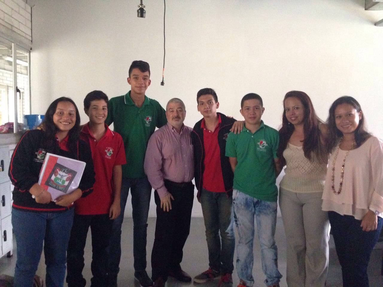 STEM Education Colombia con estudiantes y docentes IE Loyola