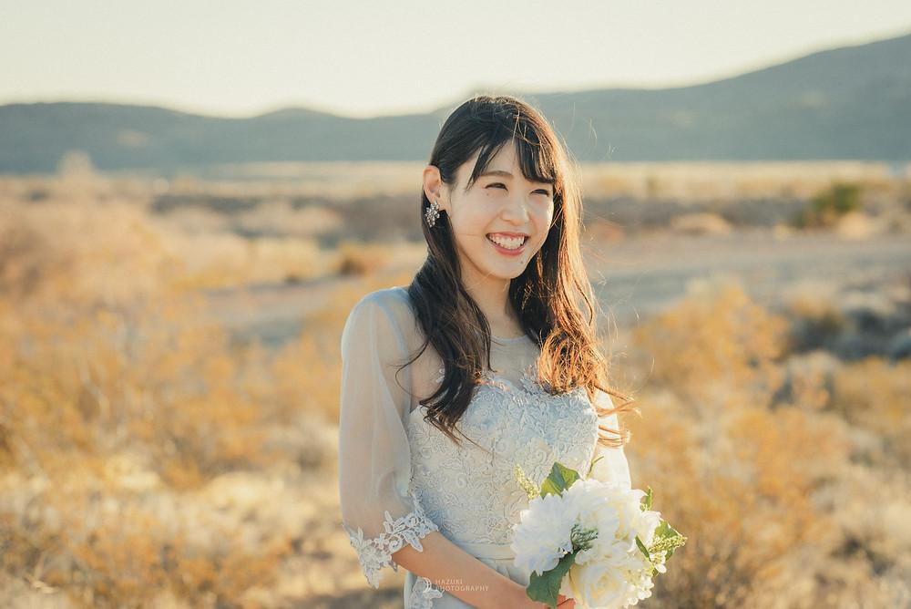 ラスベガス 砂漠エリア ブライダル撮影 ほほ笑む花嫁