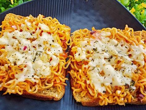 Cheesy Noodles Open Sandwich