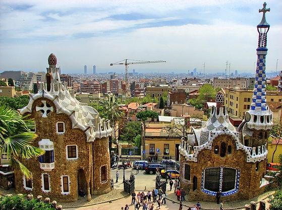 park-gueell-barcelona-aussicht-himmel-sk