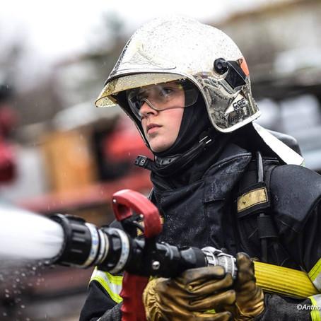Pompier, carrossier, technicien… des métiers qui s'ouvrent aux femmes