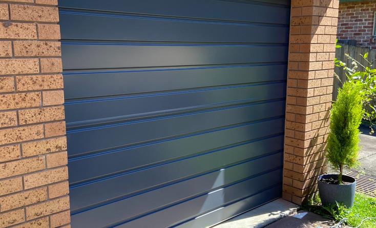 B&D Neo Roll-A-Door, Colour Ironstone