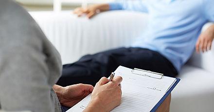 consulta de um homem ao psicólogo