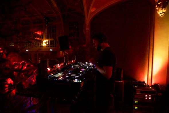 DJ - R o l a n d s o n