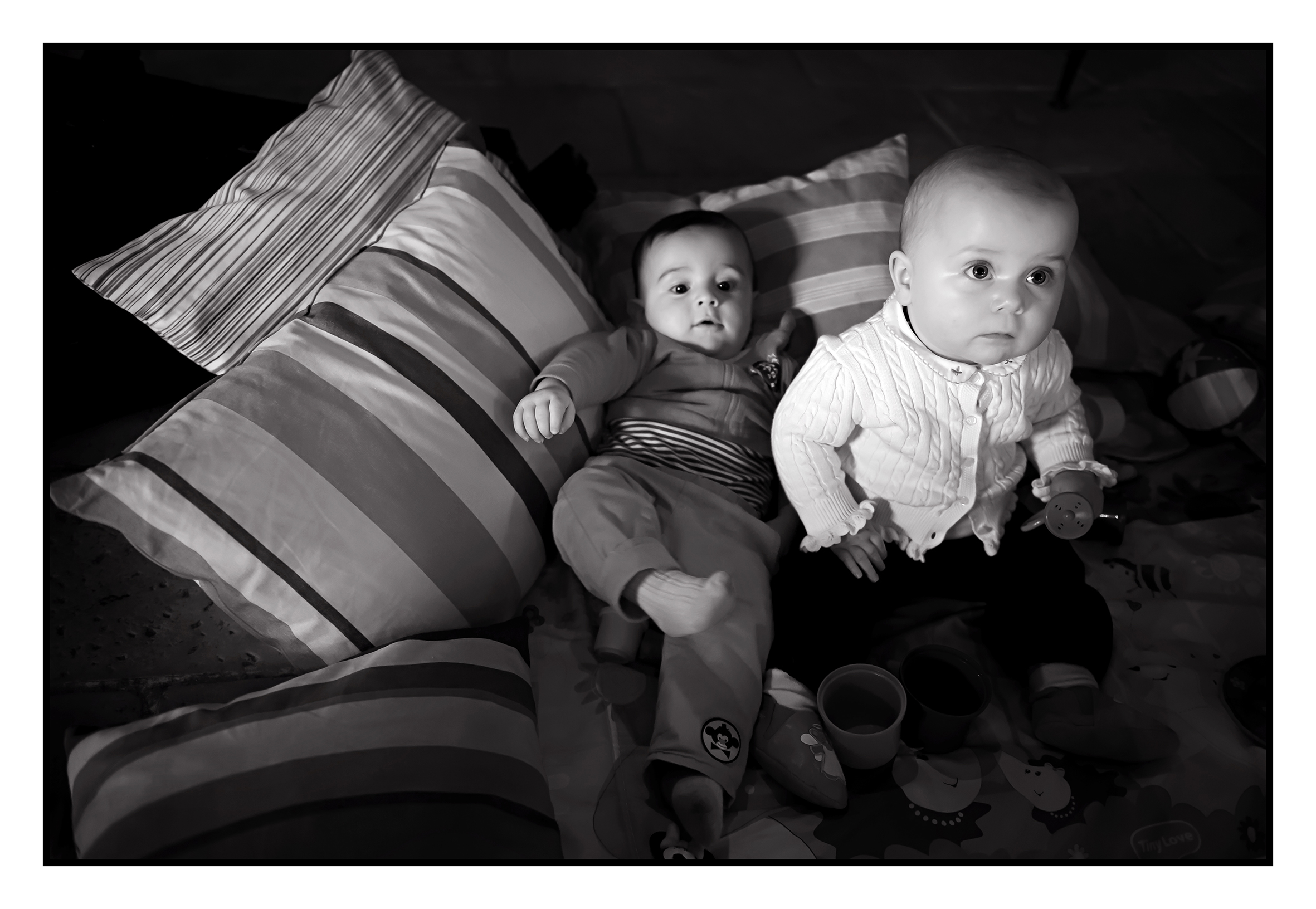 ©Vali_Léonie&Victoire_Ieuvrigny_mai2014_121N&B.jpg