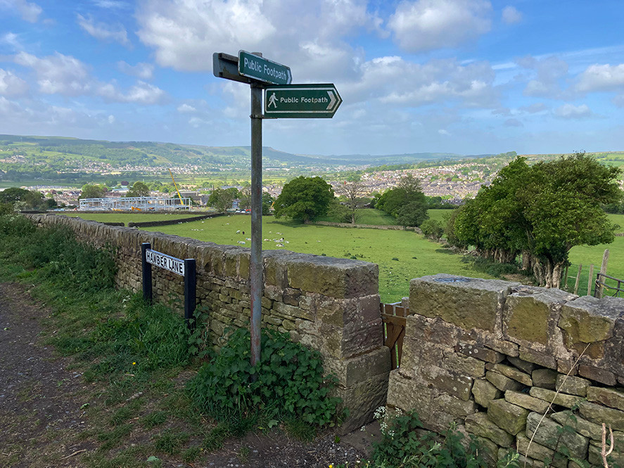 Hawbercote corner footpath signage_May 2