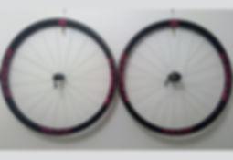 gabarit 700c Novatec 33 blanc-rose.jpg