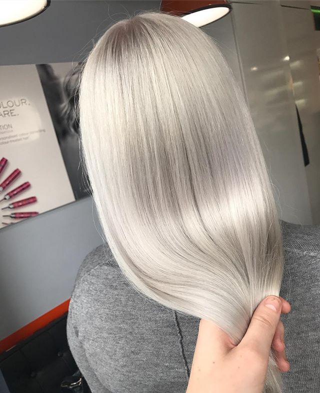 Liquid Silver for _misfitfox 🌬using L'Oreal Luo Colour PO1 #lorealpro #lorealuk #banghair #whitehai