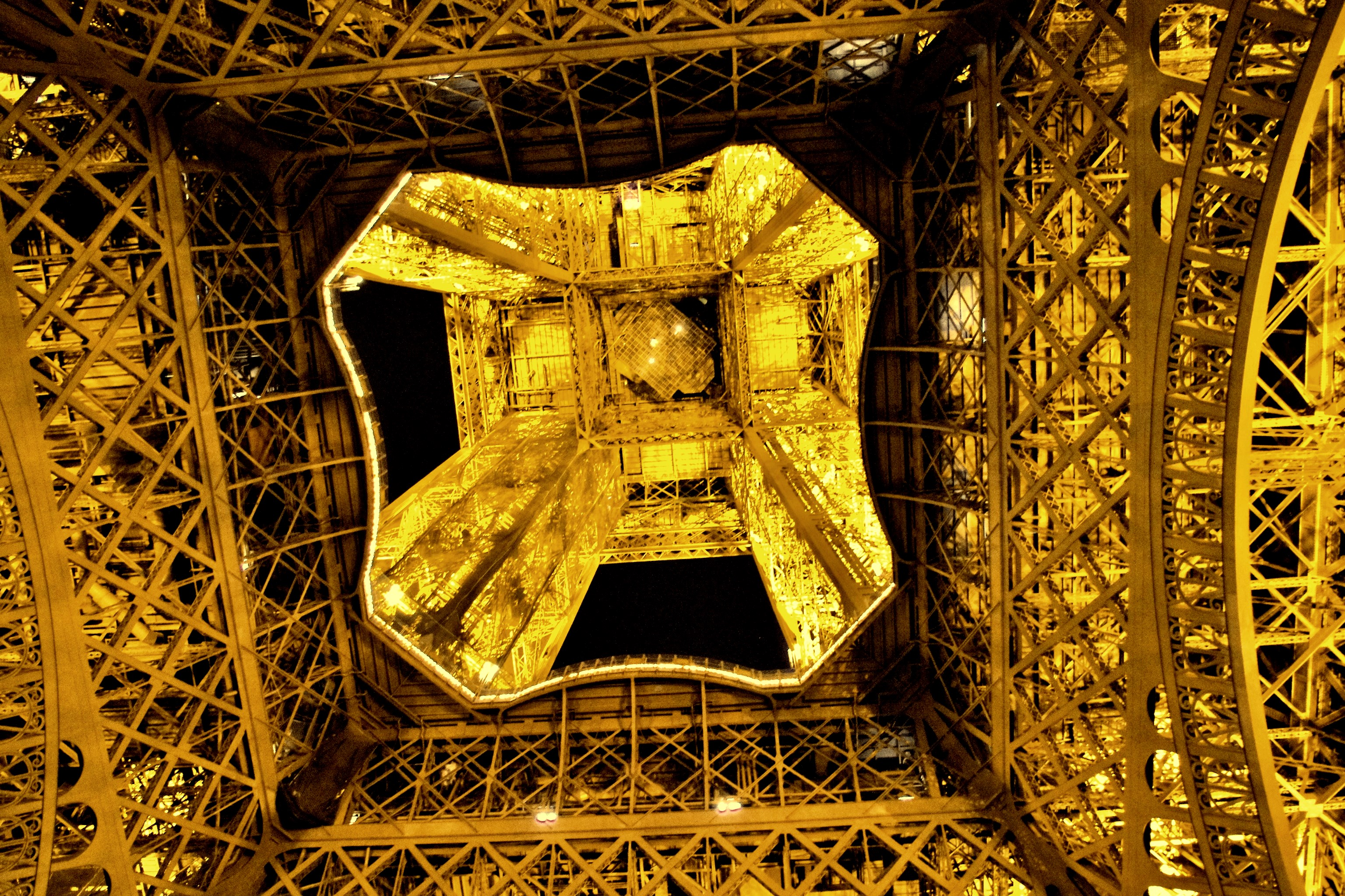 Eifeltower inside.JPG