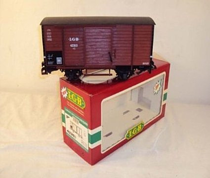 2352 Brown Box Car with Sound