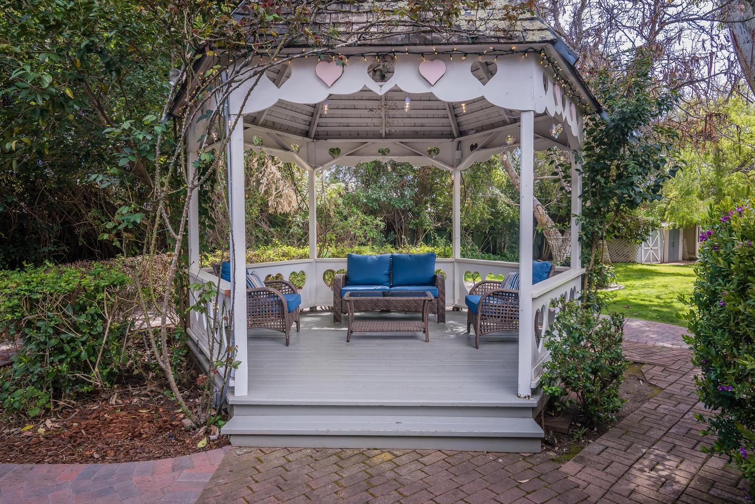 Kaleidoscope Inn  Gardens-large-049-46-K