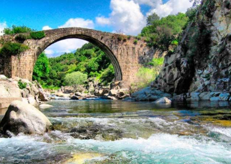 5 piscinas naturales imprescindibles en España