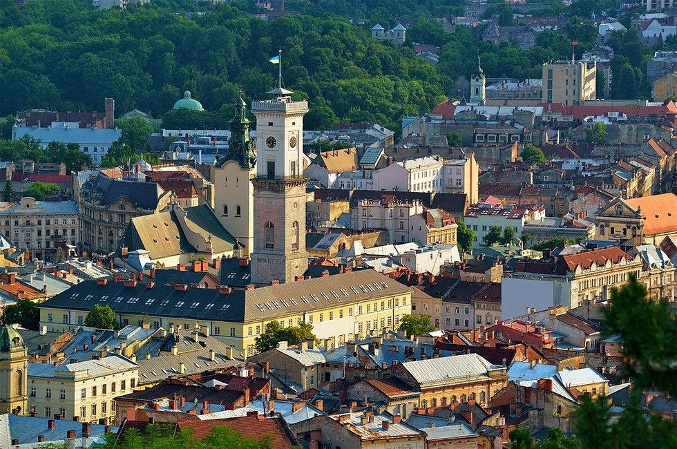 Lviv-Town-Hall-Rynok-Square_CS-compresso