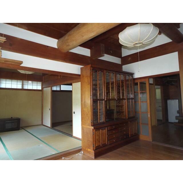 丸太の松梁や桧八寸通柱まさに日本家屋