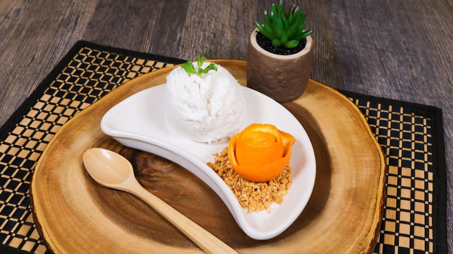 Homemade Coconut Ice Cream (2).jpg