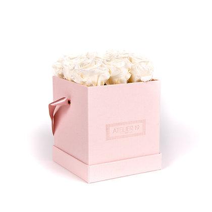 9 Roses Eternelles Blanc Pur - Box carrée Rose Poudré