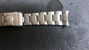 Oyster bracelet too long? Removal of permanent link explained.