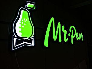 mr.Pear-vyveska.jpg