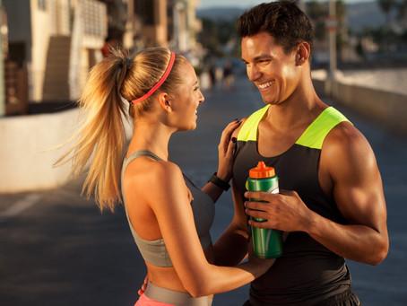 Wie man ein Mädchen im Fitnessstudio trifft