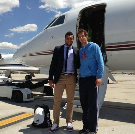 私人飞机上的10位网球运动员