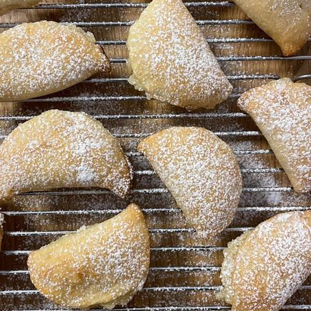 עוגיות פריכות ממולאות בקרם פטיסייר ומרציפן