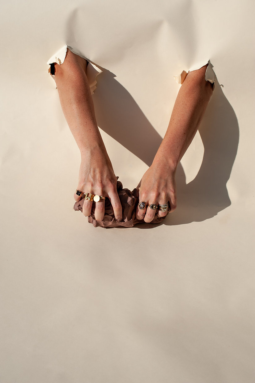 Main olivia cognet hands
